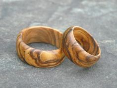 2 Ringe Olivenholz Holzringe Eheringe Paarringe von Alentejoazul auf DaWanda.com