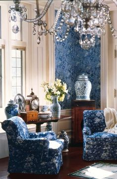 I soooo would do my rooms like this... I've got spong painting on my wall that looks very similar to this one. Love it!!! Hydrangea Hill Cottage: Moody Blue