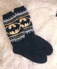 Bilderesultat for janitan kätösistä uniriepu Knitted Mittens Pattern, Knit Mittens, Knitting Patterns Free, Knitting Socks, Batman Socks, Woolen Socks, Diy Crochet, Knitting Projects, Awesome Socks