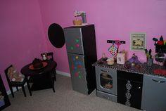 http://itsybitsyplayfood.blogspot.ca/2010/01/retro-modern-diy-play-kitchen.html