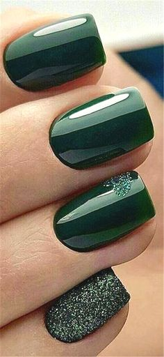 Sensational Winter Nail Colors to Make You Feel Warm Latest Fashion Trends f. , Sensational Winter Nail Colors to Make You Feel Warm Latest Fashion Trends f. New Year's Nails, Hair And Nails, Star Nails, Winter Nail Designs, Nail Art Designs, Green Nail Designs, Manicure Nail Designs, Cute Nails, Pretty Nails