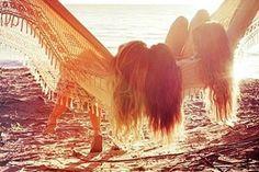 Momentos felizes são como picolé  quando você termina de chupar sempre fica o gostinho  de quero mais. E quando esses momentos não voltam,  como amizades, parentes, professores, pessoas que muitas vezes  estão muito próximas de nós, e que no momento não  notamos, apenas fica a saudade quando nos distanciamos.  Amizade é uma coisa muito rara, não podemos guardá-la  numa mala, e jogarmos num quarto escuro e fechado.  Pelo contrário, temos que abrir o nosso coração e manter as  amizades mesmo…