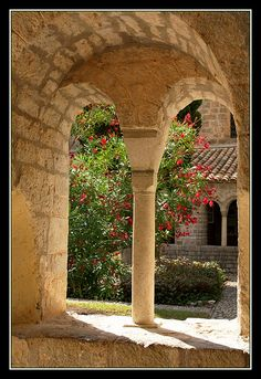 L'Abbaye Saint-Sauveur de Gellone à Saint-Guilhem-le-Désert, Gorges de l'Hérault