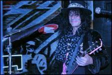 Európai turnéjának állomásai közé illesztette be a Club 202-ben megrendezésre kerülő Hard Rock Fesztivált Adam Bomb, az amerikai gitáros-énekes. A magyar basszerral, PG Marottal dolgozó rockzenész az elmúlt hónapokban többször is fellépett Magyarországon, sőt a Rocktükör interjút is készített vele.