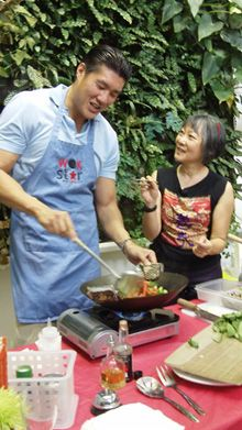 How about a unique Christmas gift certificate for busy professionals? A crash course in wok cooking that shows cooking can be creative and fun without recipes or measuring! I can customize your certificate AND I just scored TWO BEAUTIFUL venues in Miami Design District to host me for 2014!
