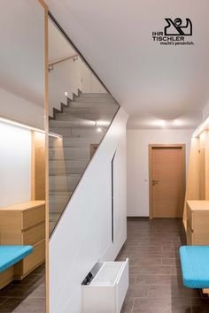 Eingangsbereich von der Tischlerei Wilfinger aus Hartberg Stairs, Home Decor, Carpentry, Door Entry, Timber Wood, Stairway, Decoration Home, Room Decor, Staircases