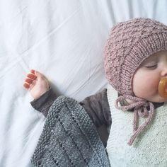 Strikket baby hue - købeopskrift fra hjemmeside med mange søde opskrifter. The product Vilma is sold by finest in our Tictail store.  Tictail lets you create a beautiful online store for free - tictail.com