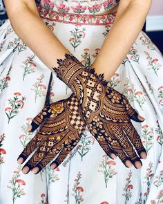 Bridal henna for Jaspreet - one of the loveliest brides I've had the pleasure of working with! Wearing a GORGEOUS outfit from the…