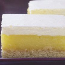 Pineapple marshmallow slice is a delicious summer dessert Related Posts:Chocolate SliceQueen Of PuddingsTrifleApple PieApple TurnoversChocolate Caramel Slice Summer Desserts, No Bake Desserts, Delicious Desserts, Dessert Recipes, Yummy Food, Lemon Desserts, Marshmallow Slice, Marshmallow Recipes, No Bake Slices