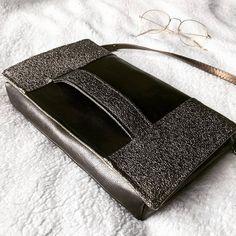 Pochette Cachôtin en simili bronze et pailleté cousue par Emilie - Patron Sacôtin