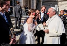 Vatican, Rome, Italy. 06th Nov, 2013. Vatican Pope Francis jokes with newlyweds of the Rainbow Association Marco Lagulli Onlus, which deals with the clownterapia (clown therapy) in hospitals, nursing homes, and orphanages. © Realy Easy Star/Alamy Live News