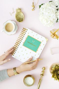 I want everything in this pic!! 2015-2016 ACADEMIC DAILY Simplified Planner - Gold Pineapple