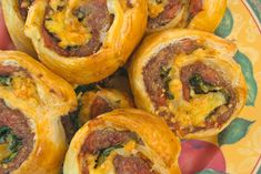 If you are a fan of our Pizza Scrolls and Cheesy Vegemite Scrolls, you will love these hearty and beefy Mince Scrolls! Ingredients: 300 grams beef or chicken or pork or turkey mince 1 can diced tomatoes 1 teaspoon … Mince Recipes, Beef Recipes, Cooking Recipes, Peanut Recipes, Budget Recipes, Savoury Recipes, Soup Recipes, Puff Pastry Pinwheels, Clean Eating Snacks