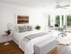 Dormitorio con despacho.  Una casa de campo en Southampton