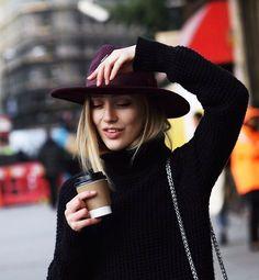 Les Brèves - Tendances de Mode- chapeau bordeau + col roulée noire le bon mix <3