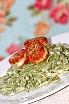 Spinach Fettuccine with Scallops