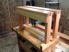 Split top saw bench