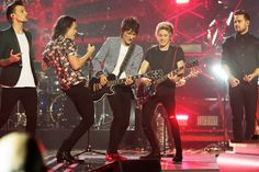 One Direction toca con el guitarrista de The Rolling Stones