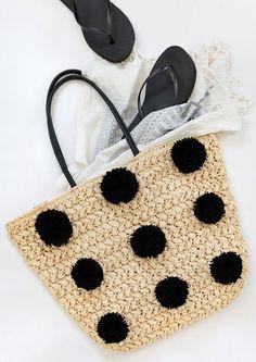 modern pom pom straw bag tutorial // the black pom poms look so modern!