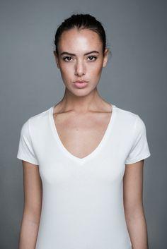 Bente V-neck T-shirt   People's Avenue  #vneck #tshirt #white #basic