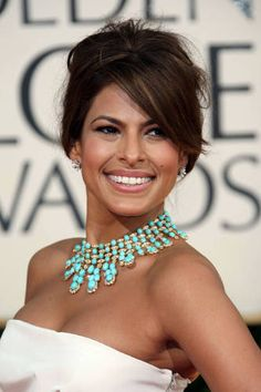 Check out pictures of actress Eva Mendes hair and hairstyles. Mendes is famous for her roles in films such as Hitch, Ghost Rider, and The Spirit. Eva Mendes has long, dark hair. Coral Turquoise, Turquoise Jewelry, Vintage Turquoise, Turquoise Accessories, Turquoise Weddings, Bold Necklace, Statement Necklaces, Collar Necklace, Hair Necklace