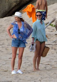 Middleton matriarch Carole looked happy and relaxed in the company of her son's mystery girlfriend as the two families soaked up the sun on Colombier Beach, St. Barts, this weekend Pippa And James, Kate And Pippa, Prince William And Catherine, Kate Middleton Family, Princess Kate Middleton, Kate Middleton Style, James Middleton, Carole Middleton, Princess Eugenie And Beatrice