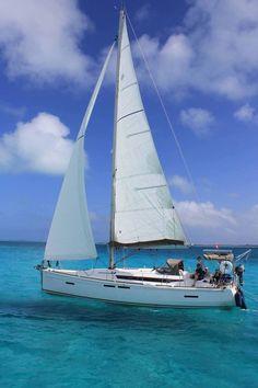 Dans le cadre des conférences maritimes et environnementales de l'association Voiles de l'Amitié, il nous fait plaisir de vous inviter à assister à notre troisième conférence de la saison automnale 2015. Sujet de la conférence : « Les Bahamas à voile... Les Bahamas, Souffle, Fall 2016, Veil