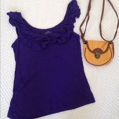 Summer top This ruffled sleeve top will add some femininity to any outfit. Old Navy Tops Tank Tops