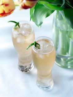 2 oz. Ron Abuelo Añejo4 oz. sparkling wineGinger aleCombine all ingredients in a glass filled with ice and stir.Source: Ron Abuelo Rum Courtesy Image -Cosmopolitan.com