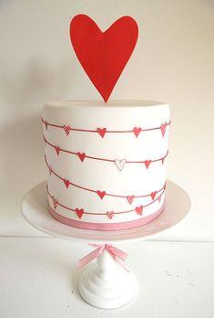 One tier heart wedding cake. Brides: Wedding-Worthy One-Tier Cakes