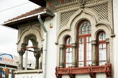 "Casa Iunian Grigore - detaliu (1940), azi Biblioteca Universitară ""Tudor Arghezi"", Bd. Republicii 1, Târgu Jiu Tudor, Architecture, Arquitetura, Architecture Illustrations"