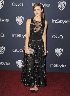 EMMA WATSON La actriz lució un romántico vestido negro con aplicaciones de flores blancas y escote transparente de la firma Theory