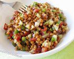 Receta de ensalada refrescante de lentejas. Ideal para seguir comiendo legumbres incluso cuando hace calor.