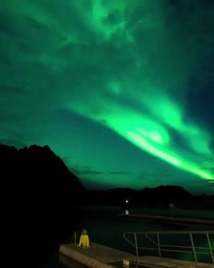 Aurora borealis is amazing in Norway the Northern lights! Use our Travel Budget Calculator to find out the cost of travel to Norway! Maine Road Trip, Road Trip Usa, Places To Travel, Places To Visit, Ciel Nocturne, Northen Lights, Maine Lighthouses, Norway Travel, Wanderlust Travel