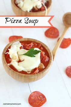Pizza Soup- Loaded with sausage and pepperoni, this easy cheesy soup is made with pizza sauce and mozzarella cheese. Family friendly, low carb favorite for a quick meal! Chili Recipes, Soup Recipes, Cooking Recipes, Healthy Recipes, Healthy Meals, Dinner Recipes, Pizza Soup, Good Food, Yummy Food