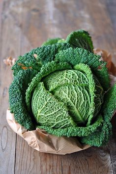 Savoy cabbage--a more elegant, tender variety of cabbage. A favorite! Fresh Fruits And Vegetables, Fruit And Veg, Raw Food Recipes, Healthy Recipes, Chou Kale, Savoy Cabbage, Napa Cabbage, Green Cabbage, Vegetables Photography