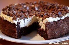Confectionery Cake with Daim Pudding Desserts, No Bake Desserts, Pavlova, Toffee Cheesecake, Quick Cake, Norwegian Food, Strawberry Cake Recipes, Scandinavian Food, Let Them Eat Cake