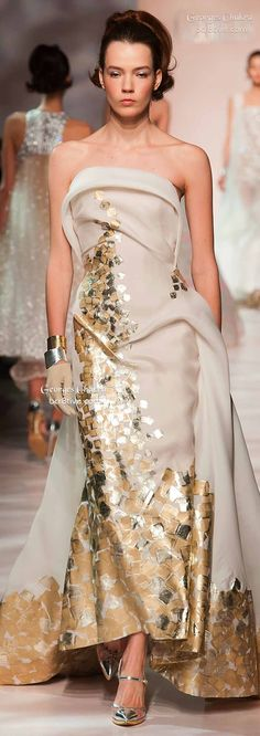 Georges Chakra Spring 2015 Haute Couture Collection is the epitome of creative & contemporary designs that are utterly elegant & memorable. Haute Couture Gowns, Couture Dresses, Couture Fashion, Runway Fashion, Georges Chakra, Beautiful Gowns, Beautiful Outfits, Helen Mirren, Glamour