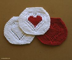 """""""Nothing says love like a handmade gift. Here is a free knit washcloth pattern for you and anyone you love enough to make it for! Every year for Valentines Day I give my mom a set of pretty holiday-themed washcloths."""""""