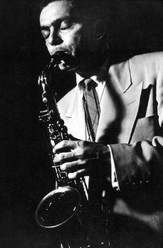 Arthur Edward Pepper, Jr. (Gardena, del condado de Los Ángeles, 1 de septiembre de 1925 – 15 de junio de 1982) fue un músico estadounidense de jazz, saxofonista alto.  http://en.wikipedia.org/wiki/Art_Pepper  http://es.wikipedia.org/wiki/Art_Pepper  http://www.apoloybaco.com/artpepperbiografia.htm
