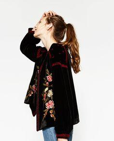 Image 1 de VESTE EN VELOURS BRODÉE de Zara
