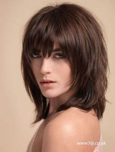 Awesome full fringe hairstyle ideas for medium hair 38