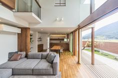 Itsukaichi House: Living room by works wise. Outside Furniture, Home Furniture, Open Ceiling, Home Gym Equipment, Types Of Furniture, Facade, Living Room, Table, House