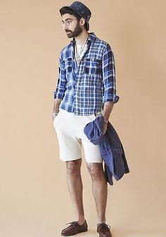 【夏カジュアルコーデ】青チェックシャツ×白ショーツの着こなし(メンズ) | Italy Web