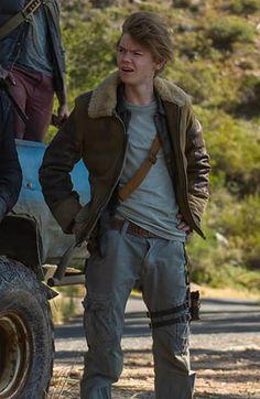 As a character of Newt, Thomas Brodie seen in movie Maze Runner, And looks awsome in Maze Runner The Death Cure Thomas Brodie Sangster Jacket.Shop Now at New American Jackets Maze Runner Thomas, Maze Runner Cast, Maze Runner Movie, Aris Maze Runner, Maze Runner Trilogy, Maze Runner Series, Maze Runner Death Cure, Runners Outfit, Beautiful Boys