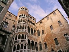 10 free things to do in Venice. Scala del Bovolo stairs, Venice