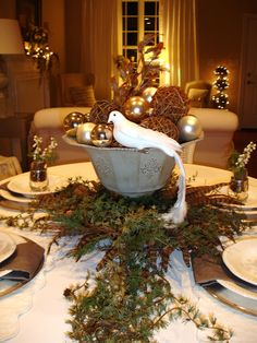 25 Gorgeous Holiday Table Settings | table product design decorations  | table product design dining table decorations