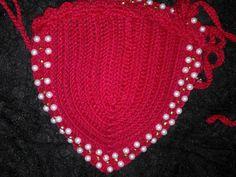 biquíni em crochê vermelho com detalhes em perolas com forro e bojo. tamanho M