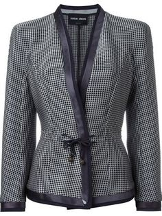 Giorgio Armani Blazer de seda Source by b_brina Armani Blazer, Armani Jacket, Blazer Outfits Casual, Blazer Fashion, Dress Outfits, Women's Fashion, Houndstooth Jacket, Printed Blazer, Embroidered Jeans