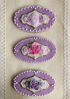 Very pretty cookies Purple Cookies, Rose Cookies, Fancy Cookies, Flower Cookies, Vintage Cookies, Iced Cookies, Cupcake Cookies, Cupcakes, Holiday Cookies